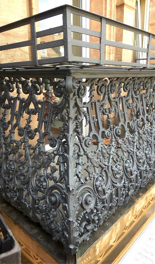 06 restaurierter balkon aus gußeisen • fürth